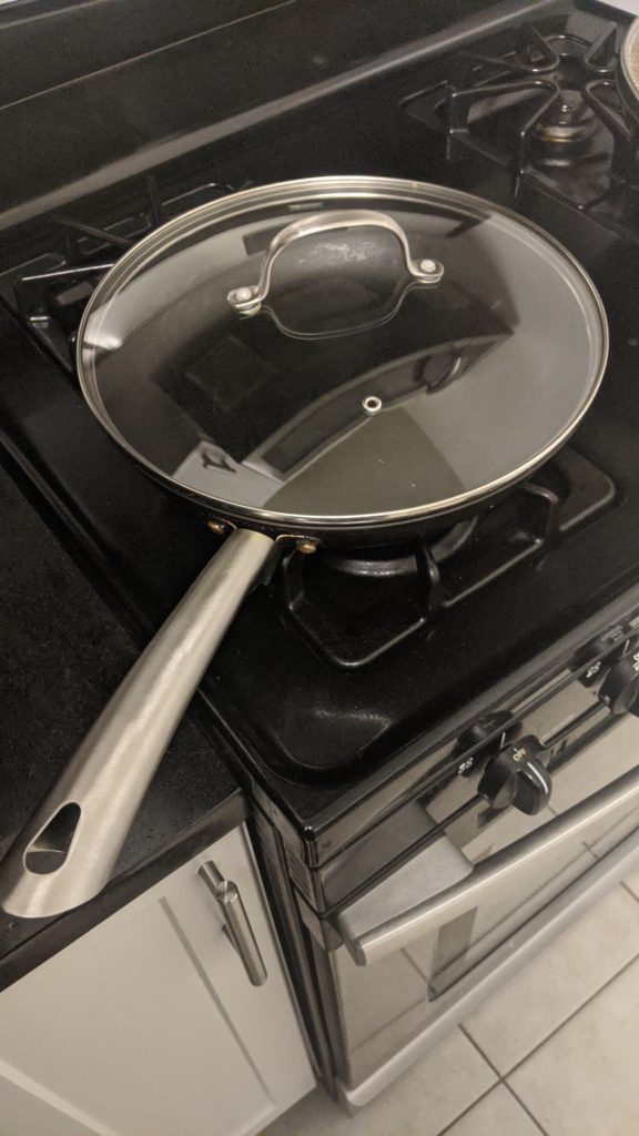 Steel skillet with glass lid